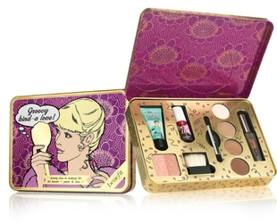 Have you seen the adorable Benefit Cosmetics 2013 Christmas sets? If not, take a peek!