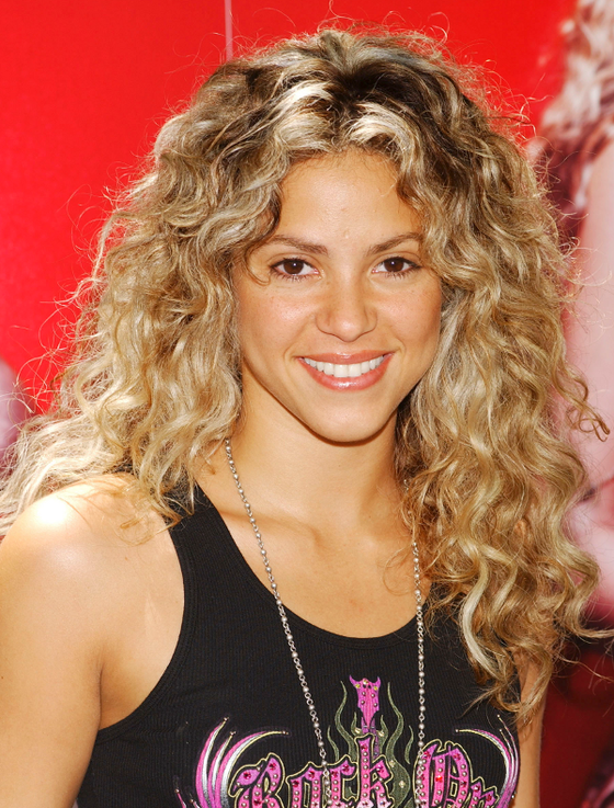 Pictures Celebrities With Curly Hair Shakira Natural
