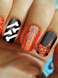Pictures : Halloween Nail Art Inspiration - Silver Spider ...