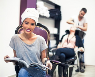 Most women have this dilemma: what beauty salon to choose and based on what criteria? We just came up with some answers! Here's how to choose a new hair salon.