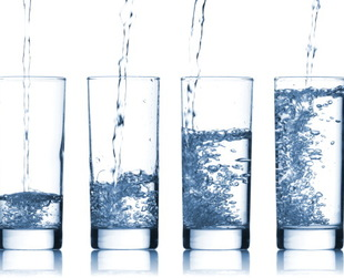 Although you may not be water's biggest fan and you prefer juices or sodas, you should know that there are great benefits of drinking water. Discover some of the best!
