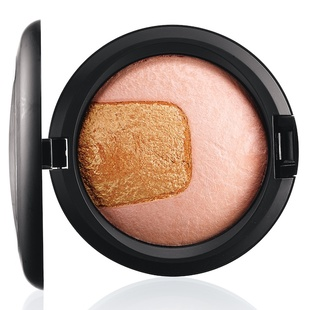 Center Of Attention Mac Mineralize Skinfinish