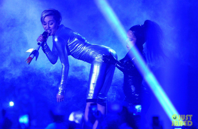 Miley Cyrus MTV EMA Performance