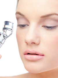 how to use eyelash curler for short lashes