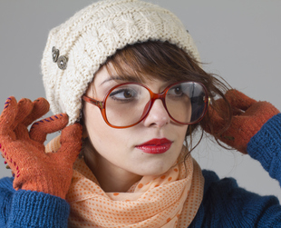 With fall almost over and winter just around the corner, you should think of ways to protect your short locks against low temperatures. Check out some of the best hats for short hair girls!