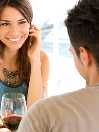 5 Revealing Body Language Signs He's Into You