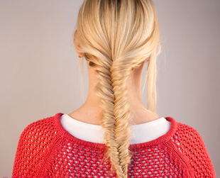 Learn how to fishtail braid your own locks with this easy to follow fishtail braiding tutorial!