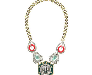 The seventh Lulu Frost collection for J.Crew is filled with luxurious looking statement jewelry. Have a look!