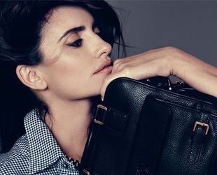 Check out the new bag created by Penelope Cruz and her sister Monica for Spanish high end retailer Loewe.