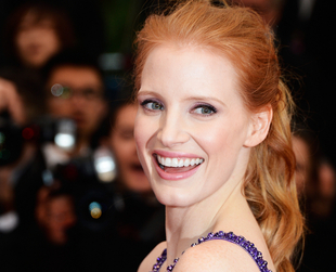 Do gentlemen really prefer blonds, or do they love redheads more? Ginger ladies are also very sassy and sexy in a man's eyes. Here are 10 beautiful celebrity redheads people adore.