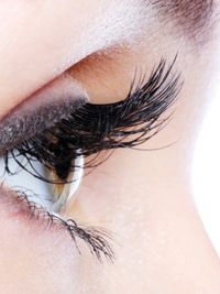 Eyelash Extensions: How to Use and Remove