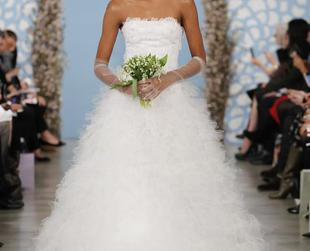 Make jaws drop on your wedding day by rocking any of these fairy-tale looking wedding gowns signed Oscar de la Renta for 2014!