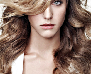 Do you feel like styling up your naturally wavy locks this season? Try a few tricks that will help you create wonderful hairstyles to finish your romantic looks.