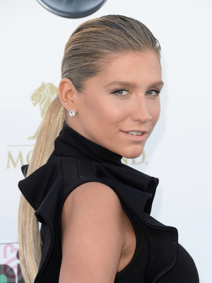 Kesha Hairstyle 2013 Billboard Awards