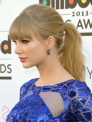 Taylor Swift Hairstyle 2013 Billboard Awards
