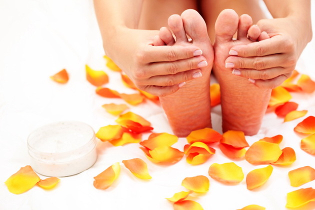 Dry Cracked Heels: Causes and Remedies