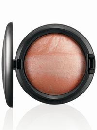 Mac Tropical Taboo Mineralize Skinfinish Adored