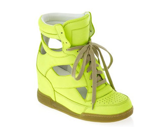 Looking for cute and comfy shoes for summer? Check out the new Marc by Marc Jacobs shoes for the hot season for inspiration.