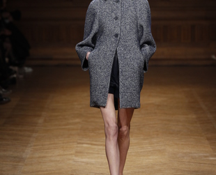 Martin Grant showcased a fall 2013 collection filled with an array of chic and functional wardrobe essentials! Check it out and get inspired!