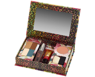 Matthew Williamson's collaboration with Benefit Cosmetics resulted into a super-cool makeup palette called 'The Rich is Back'!