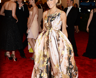 Celebs donned some seriously inspirational looks last night at the Met Ball 2013 edition.