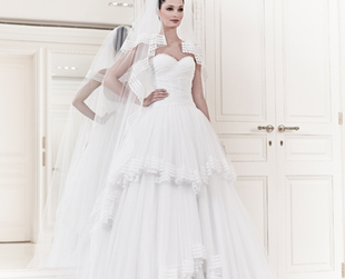 Prepared to be mesmerized by the amazing wedding dresses from Zuhair Murad's Marriage collection for spring/summer 2014.