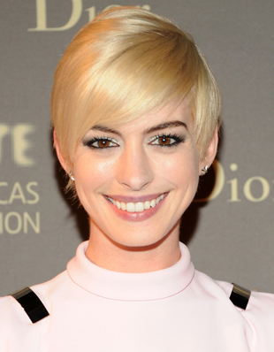 Anne Hathaway Blonde Short Hair