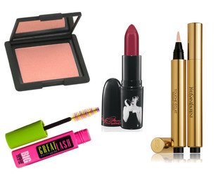 Makeup trends are as volatile as their fashion counterparts. Still, some are here to stay! Try these cult beauty products, top choices for a flawless look!