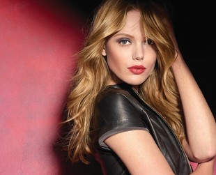 Frida Gustavsson si the new face of Maybelline New York and will be featured in the brand's ad campaigns later this year.