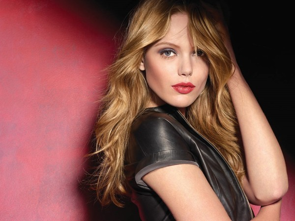 Frida Gustavsson For Maybelline New York (1)