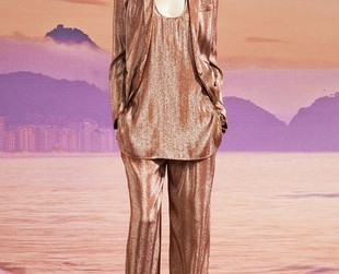 Laid back glamour is the focus of the new resort 2014 collection from Gucci. See the line's best looks!
