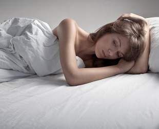 Crying can have a strong effect on your eyes and hiding puffy eyes after crying is a big problem. Discover the best remedies for puffy eyes that work fast.