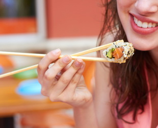 If you want to make sushi part of your weight loss plan, learn more about its benefits and risks. Discover the most healthy sushi options for losing weight.