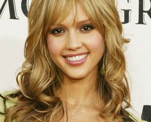 Jessica Alba is one of the sexiest Hollywood actresses and a trendsetter in hairstyling. See the best Jessica Alba red carpet hairstyles through the years!