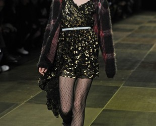 Hedi Slimane released his fall 2013 collection for Saint Laurent at Paris Fashion Week! Have a nosey and get ready for some uber-cool grunge goodies!