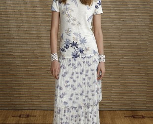 Romantic and whimsical flairs define the resort 2014 line from Tory Burch. Check it out!