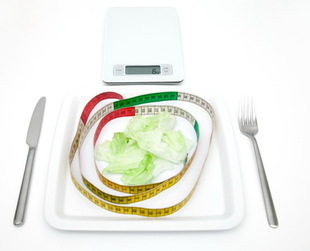"Looking for the answer to ""how many calories should I eat to lose weight?"" Here's the right info about the daily calorie intake for weight loss in men and women."