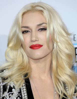 Gwen Stefani's Blonde Hair And Dark Eyebrows