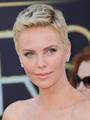 With a brand new haircut, Charlize Theron drew praise at theAcademy ...