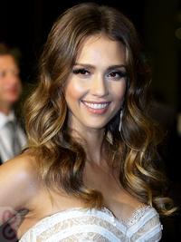 Jessica Alba Caramel Highlights On Brown Hair