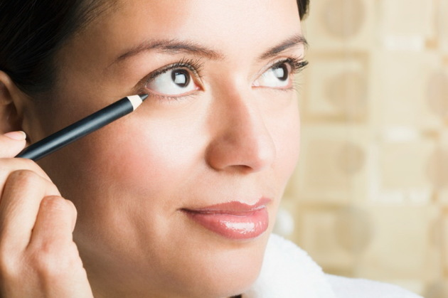 Use The Right Eyeliner For Your Age