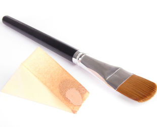 Finding the right foundation shade can be difficult, so mixing foundations is a good alternative. Try a simple guide on how to mix foundations for great results.