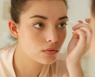 Eyebrows define your face frame and, when they're nicely shaped, they emphasize your natural beauty. Learn to avoid common mistakes that lead to ugly eyebrows!
