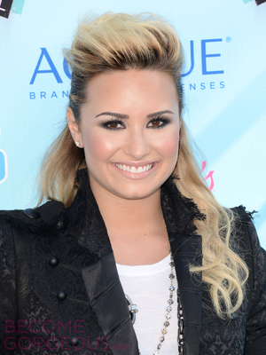 Demi Lovato Half Updo With Bump