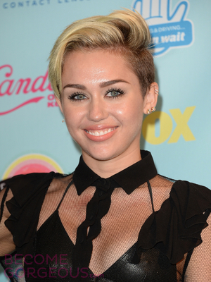 Miley Cyrus Short Haircut With Long Top