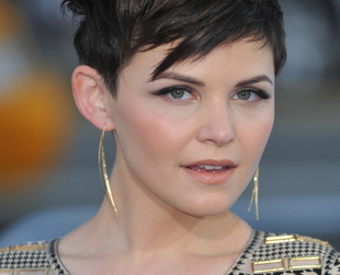 When it comes to hairstyles for round shaped faces, Ginnifer Goodwin's short haircuts and styling choices are perfect as they're versatile, elongating the appearance of her rounded face.