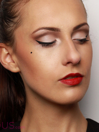 Classic Pin-Up Makeup Tutorial - Video
