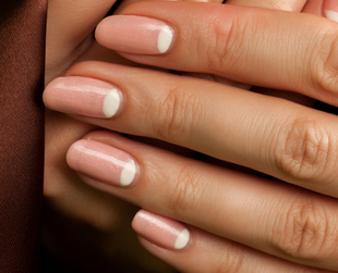 Better gel manicures is the idea behind the upcoming Essie professional gel service. Find out more!