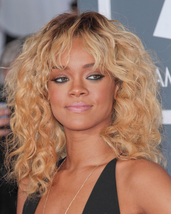 pictures rihanna long hairstyles rihanna blonde curly hair