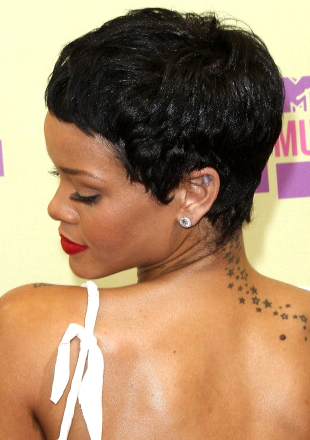 Superb Rihanna39S Short Haircuts Best Styles Over The Years Short Hairstyles For Black Women Fulllsitofus